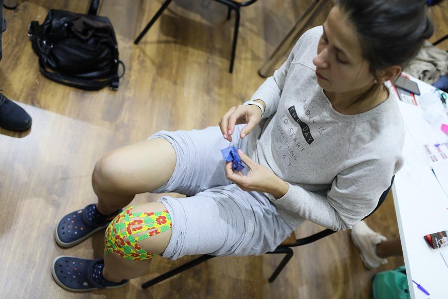 Лейкопластырь от боли в колене