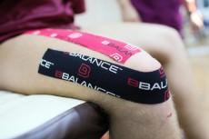 Тейпирование боковой связки колена