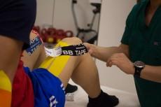 Тейп на колено: схема