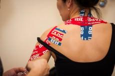 Тейпирование шеи и плеча