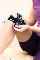 Преимущества и отличия кинезиологического тейпирования от спортивного